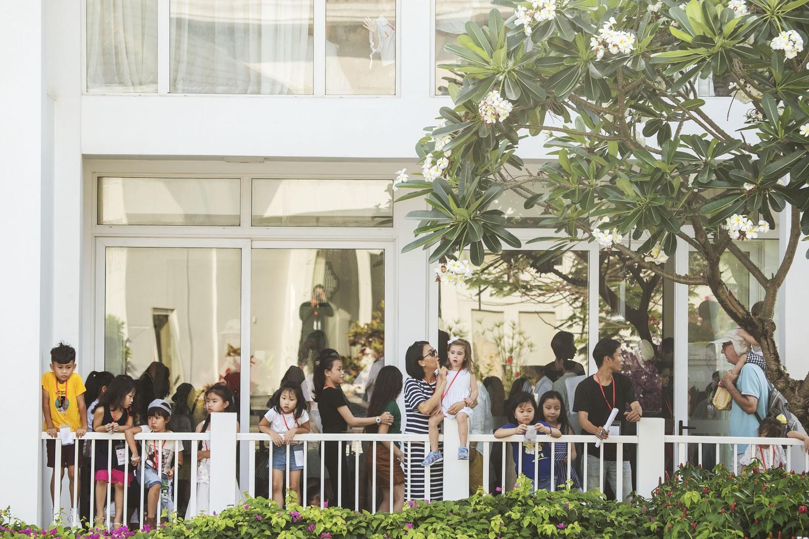 Cô giáo Xuân Lan đeo kính râm, mang dép lào tập luyện trước thềm Tuần lễ thời trang trẻ em Việt Nam 2019 - Hình 4