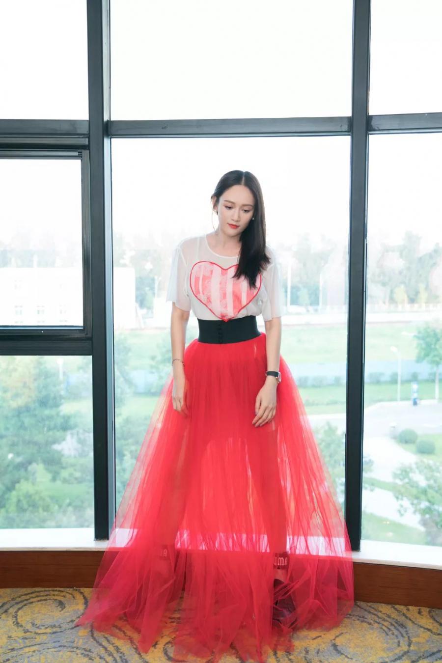 Trần Kiều Ân - Bóng hồng Đài Loan sở hữu vẻ đẹp không tuổi và phong cách thời trang vạn người mê - Hình 3