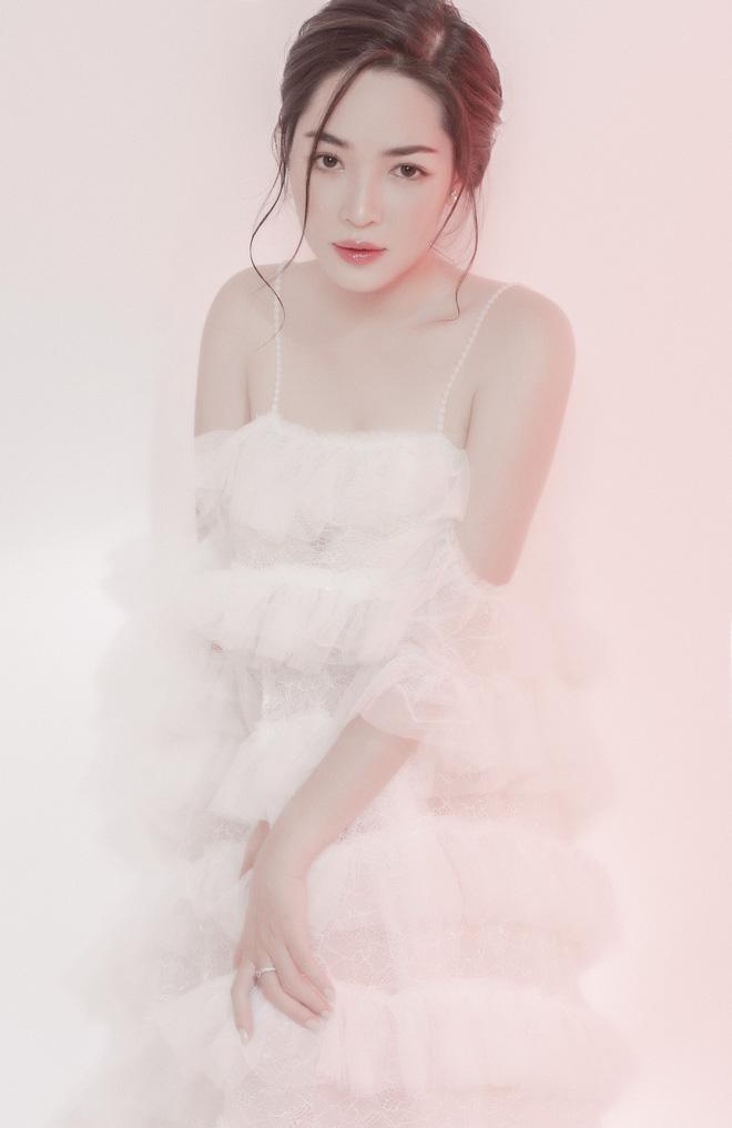 Sau 4 năm thay đổi diện mạo, đây là cuộc sống mơ ước của hot girl Vũ Thanh Quỳnh - Hình 4