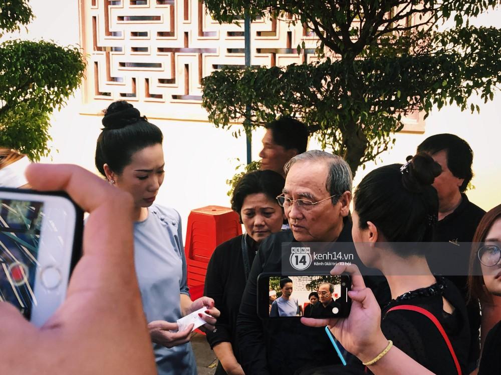 Clip: Trước giờ cử hành tang lễ, bố Anh Vũ thay mặt gia đình gửi lời cám ơn mọi người đã đưa cố nghệ sĩ về đất mẹ - Hình 1