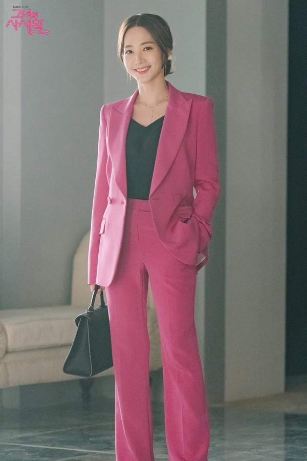 Her Private Life: Đạp lên người để chụp ảnh ONE, Kim Jae Wook nổi điên vì Park Min Young - Hình 1