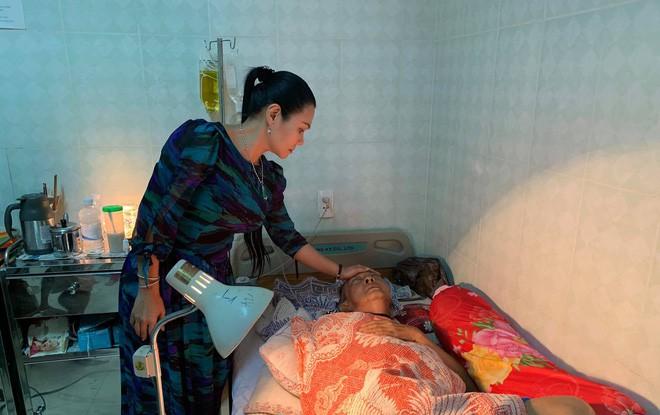 Nghệ sĩ Lê Bình những ngày cuối cùng trên giường bệnh: Hoại tử thân dưới, đau đớn cười trong nước mắt - Hình 3