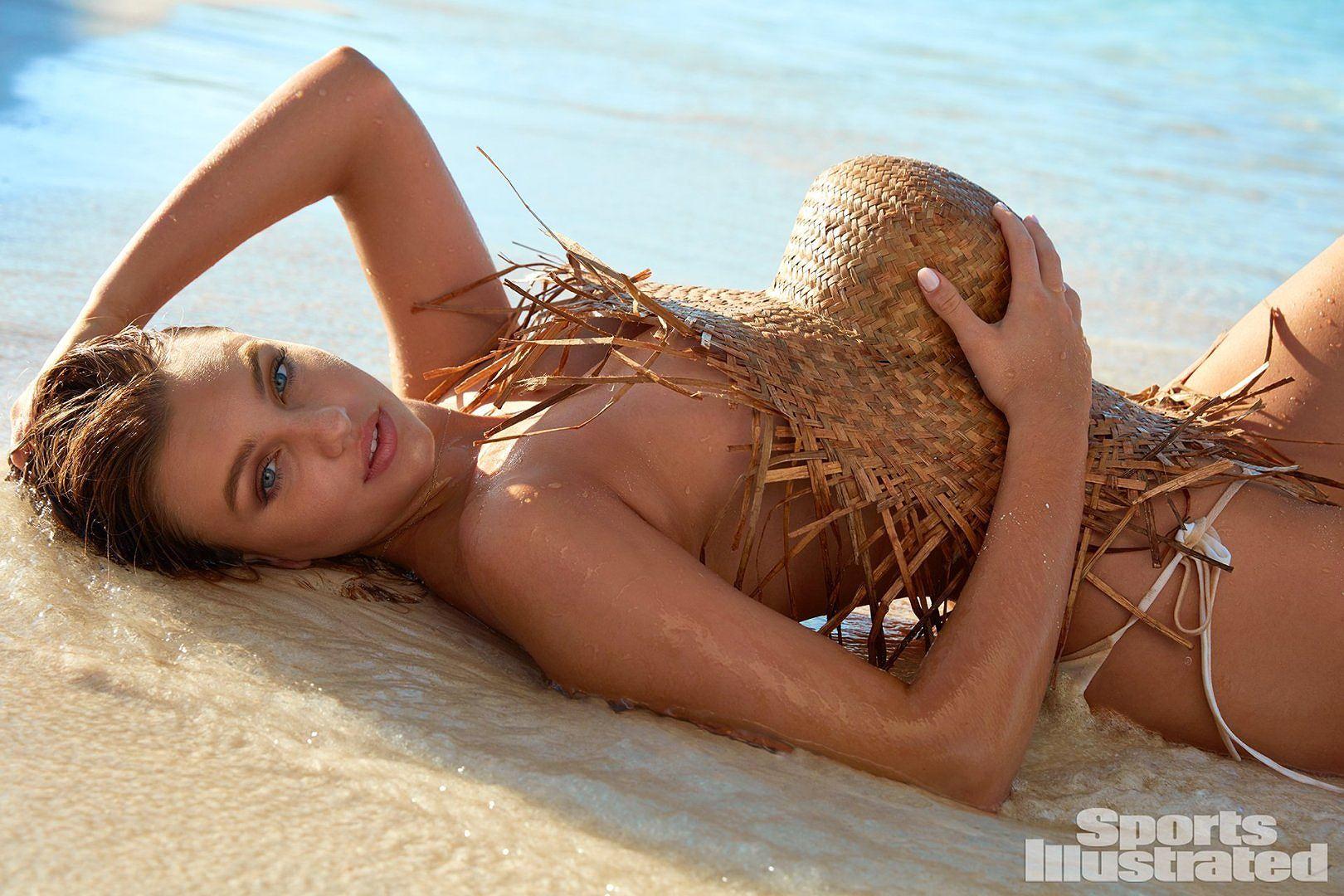 Đường cong rực lửa của tân binh tạp chí áo bơi danh tiếng Sports Illustrated - Hình 2