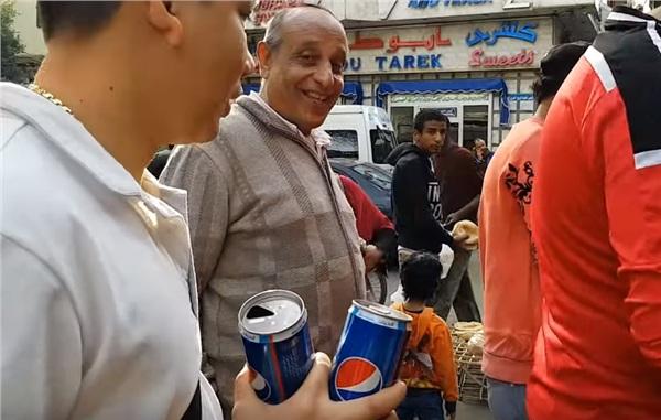 Liều mạng để cameraman mặc váy ngắn giữa đường phố Ai Cập, Khoa Pug vội vã về khách sạn - Hình 1