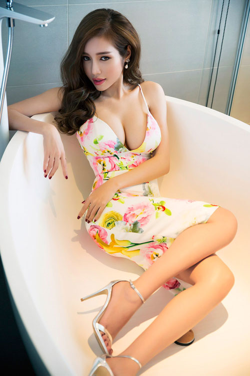 Ngắm vòng 1 nặng trĩu của bà mẹ gợi cảm nhất showbiz Việt - Hình 3