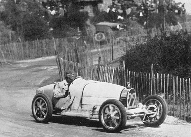 Trước Chiron và Veyron, đây là chiếc xe vĩ đại nhất của Bugatti - Hình 3