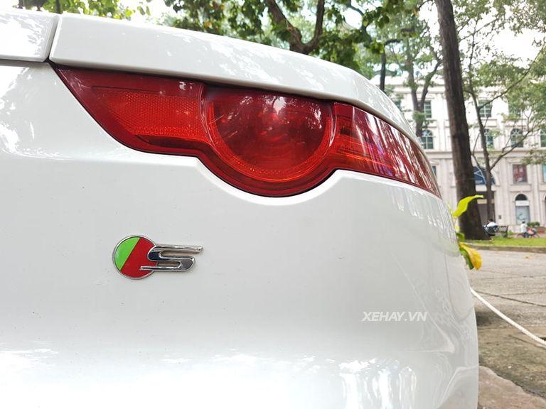 Jaguar F-Type S trắng gây náo động đường phố Sài Gòn - Hình 12