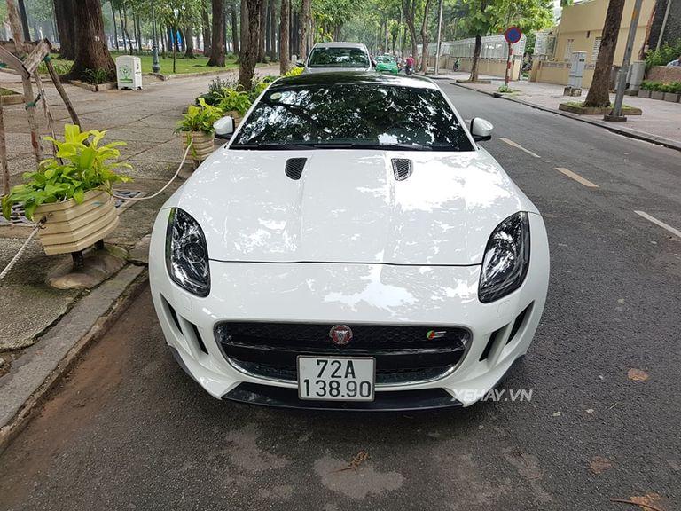 Jaguar F-Type S trắng gây náo động đường phố Sài Gòn - Hình 1