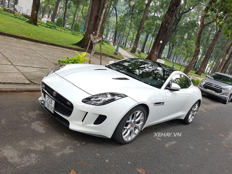Jaguar F-Type S trắng gây náo động đường phố Sài Gòn - Hình 4