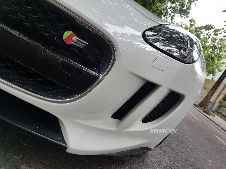 Jaguar F-Type S trắng gây náo động đường phố Sài Gòn - Hình 7