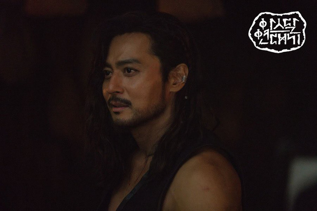 Jang Dong Gun cuối cùng cũng lộ diện, khoe cơ vạm vỡ chẳng thua kém Song Joong Ki - Hình 2