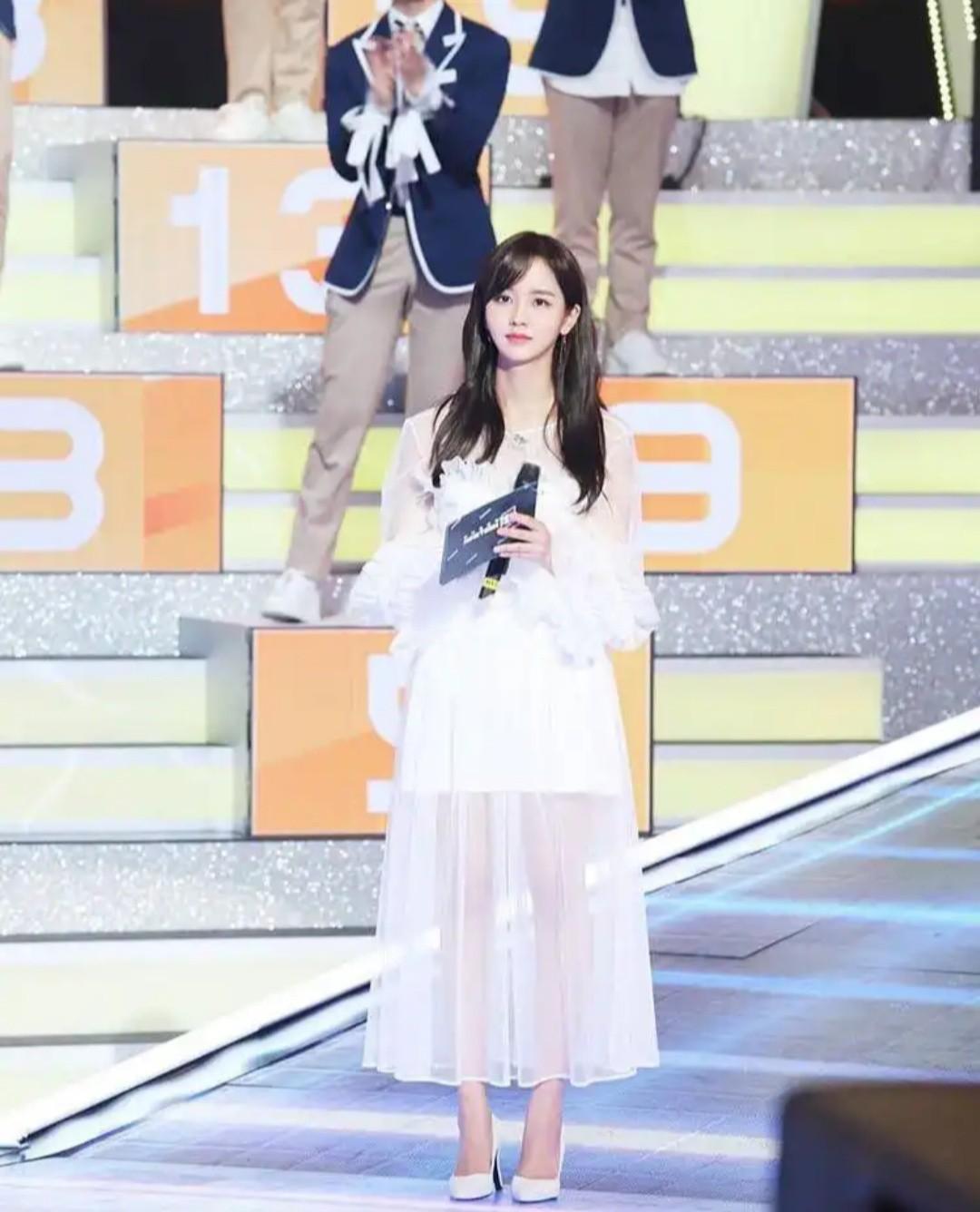 Kim So Hyun là cô gái vàng của làng follow dạo, cả tài khoản fan lập cho Produce X 101 cũng không tha! - Hình 1