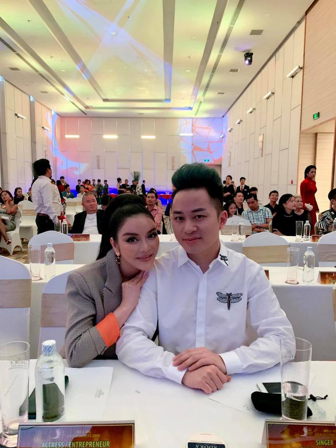 Lý Nhã Kỳ xin được làm bạn gái Tùng Dương trong 15 phút - Hình 2