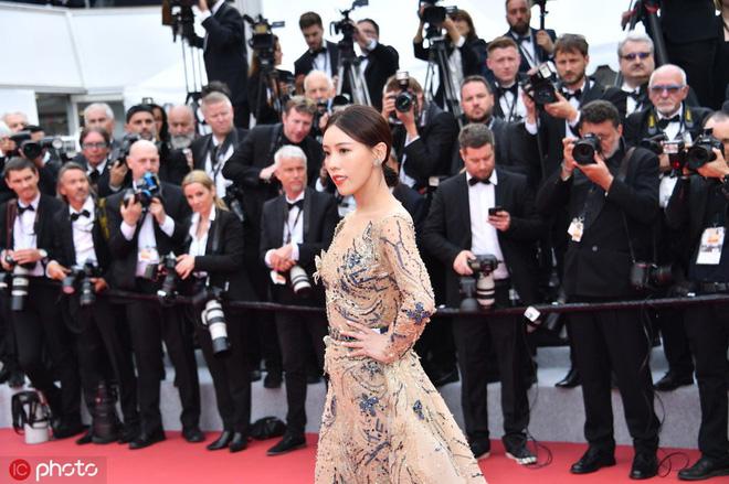 Mỹ nhân khiến Cbiz ê chề trong ngày đầu Cannes: Bị đuổi khỏi thảm đỏ vẫn giả ngơ, hoá ra từng đóng Diên Hi Công Lược - Hình 1