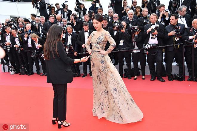 Mỹ nhân khiến Cbiz ê chề trong ngày đầu Cannes: Bị đuổi khỏi thảm đỏ vẫn giả ngơ, hoá ra từng đóng Diên Hi Công Lược - Hình 4