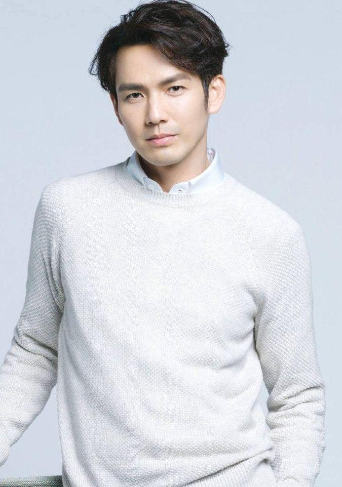 Nam thần vạn người mê Chung Hán Lương sánh vai cùng Dương Tử San trong phim chiếu Tết 2020 - Hình 3