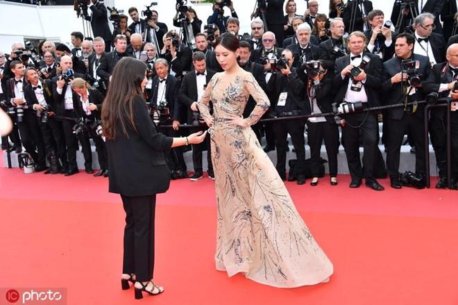 Sao nữ Trung Quốc lên tiếng sau vụ bị đuổi khéo khỏi thảm đỏ Cannes - Hình 1
