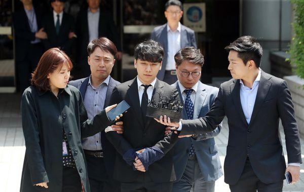 Seungri & Yoo In Suk tiếp tục bị cáo buộc trong nhiều trường hợp môi giới mại dâm - Hình 1