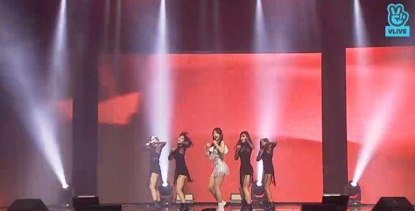 Showcase cuối cùng của EXID dưới trướng Banana Culture: Các thành viên bật khóc khi thể hiện ca khúc tạm biệt người hâm mộ - Hình 3