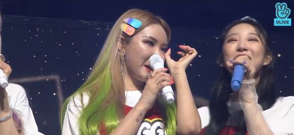 Showcase cuối cùng của EXID dưới trướng Banana Culture: Các thành viên bật khóc khi thể hiện ca khúc tạm biệt người hâm mộ - Hình 30