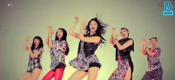 Showcase cuối cùng của EXID dưới trướng Banana Culture: Các thành viên bật khóc khi thể hiện ca khúc tạm biệt người hâm mộ - Hình 20