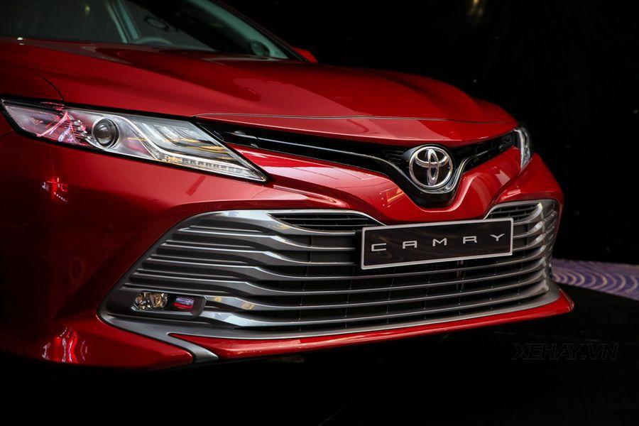 Vì sao ra mắt bản mới siêu hấp dẫn nhưng Toyota Camry lại chỉ bán được 169 xe trong tháng 4/2019? - Hình 1