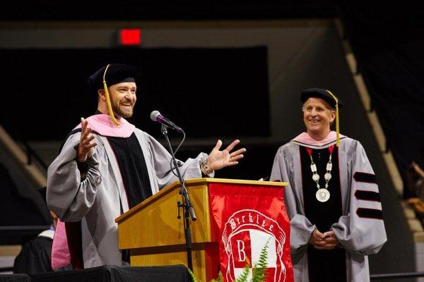 Cả đời đi hát, Justin Timberlake cũng không ngờ có ngày anh trở thành... tiến sĩ - Hình 3