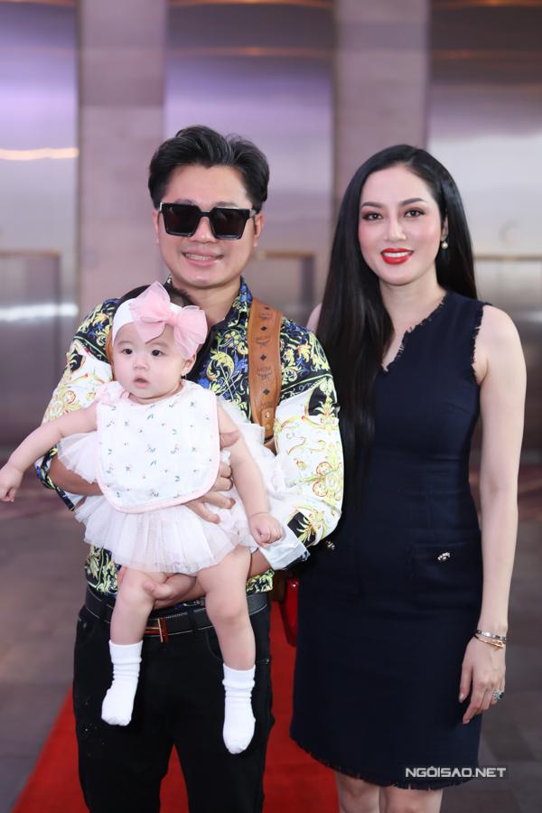 Lâm Vũ lần đầu đi sự kiện cùng vợ hoa hậu và con gái - Hình 1