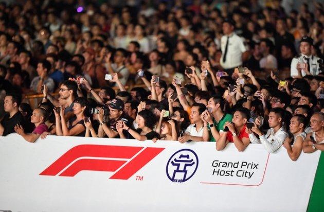 Mãn nhãn màn khuấy động đua xe F1 tại Hà Nội - Hình 1