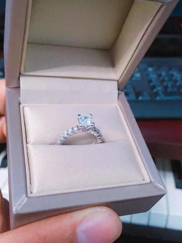 Nhạc sĩ Nguyễn Văn Chung mua nhẫn kim cương tặng vợ nhưng lại nhận cái kết không ngờ! - Hình 4