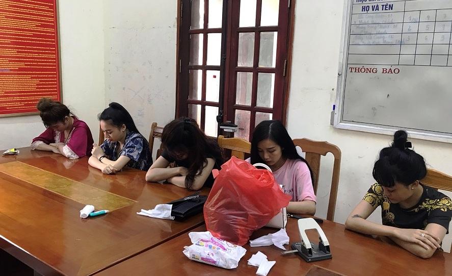 Phát hiện 5 cô gái đang bay lắc cùng nhóm đối tượng trong khách sạn 5 sao - Hình 1