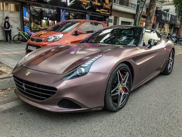 Siêu xe Ferrari California T sang chảnh hơn trong xiêm y mới sau thời gian dài phủ bụi - Hình 2