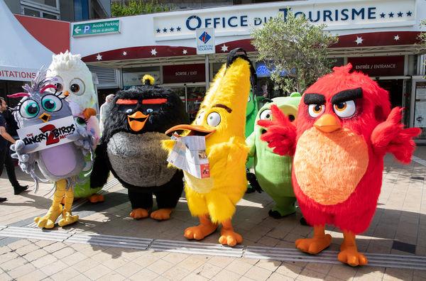 Angry Birds 2 quảng bá tại LHP Cannes 2019, chim điên và lợn gây náo loạn thảm đỏ vì quá đáng yêu - Hình 13