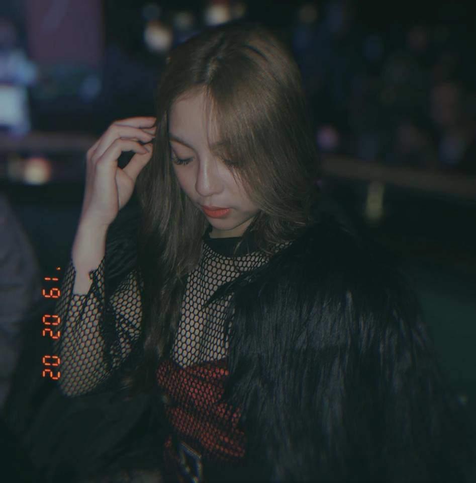 Diện váy xòe công chúa, bạn gái Quang Hải bị chê nhìn như mặc đầm bầu - Hình 2