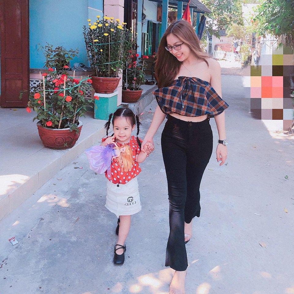 Diện váy xòe công chúa, bạn gái Quang Hải bị chê nhìn như mặc đầm bầu - Hình 3