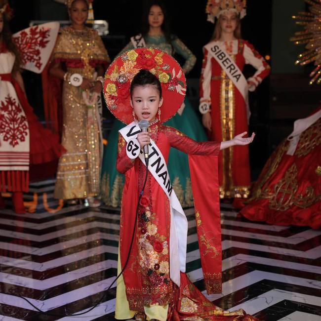 Hoa hậu hoàn vũ nhí 2019 được đón bằng xe sang dát vàng khi trở về Việt Nam - Hình 4
