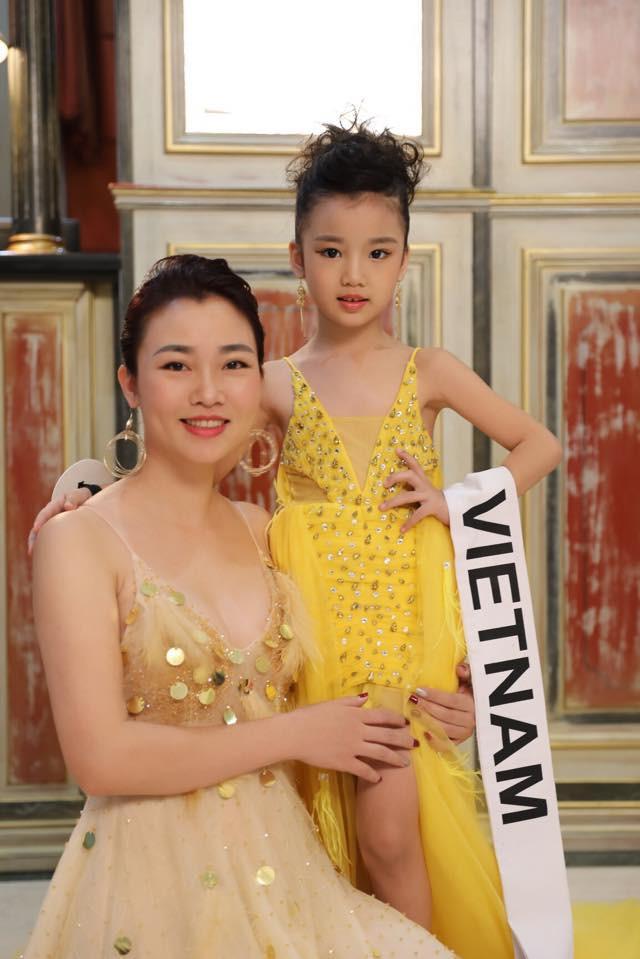 Hoa hậu hoàn vũ nhí 2019 được đón bằng xe sang dát vàng khi trở về Việt Nam - Hình 7