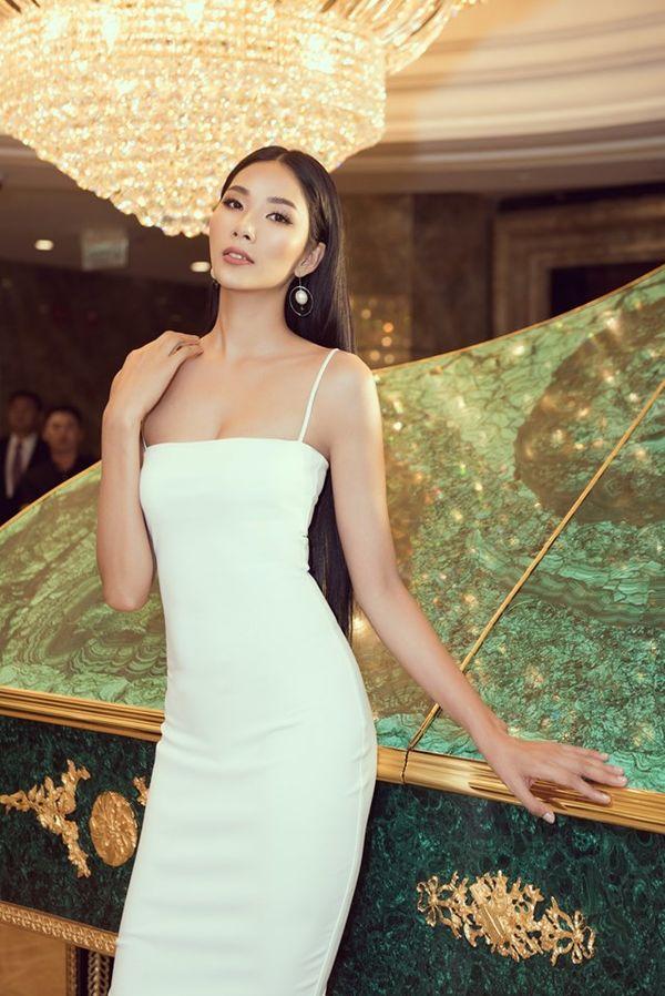 Hoàng Thùy bung lụa với váy trắng bó sát khoe đường cong đẹp ná thở - Hình 3