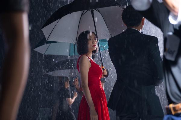 Những MV của Tóc Tiên: Từ biểu tượng gợi cảm của showbiz đến cô nàng dễ dàng lấy nước mắt khán giả - Hình 10