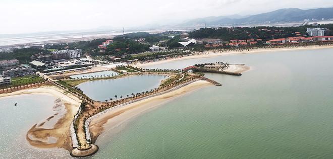 Thưởng ngoạn cảnh đẹp vịnh Hạ Long từ trực thăng - Hình 13