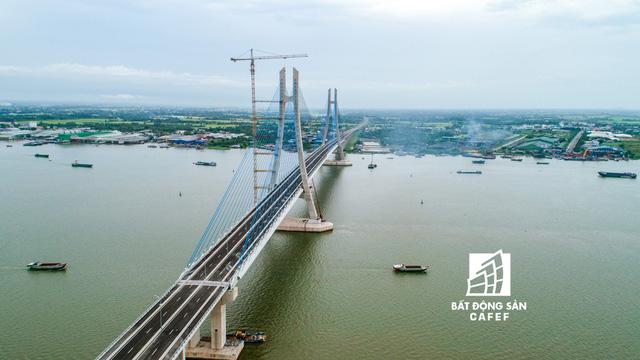 Toàn cảnh cây cầu dây văng dài nhất Vùng Đồng bằng Sông Cửu Long 5.700 tỷ đồng sẽ được thông xe ngày 19/5 - Hình 2