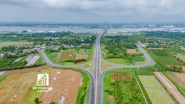 Toàn cảnh cây cầu dây văng dài nhất Vùng Đồng bằng Sông Cửu Long 5.700 tỷ đồng sẽ được thông xe ngày 19/5 - Hình 10