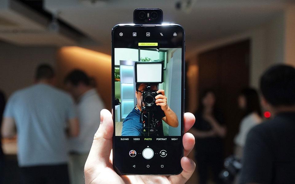 Trên tay Asus Zenfone 6: Camera có thể lật, pin khổng lồ, chip Snapdragon 855, giá mềm - Hình 7
