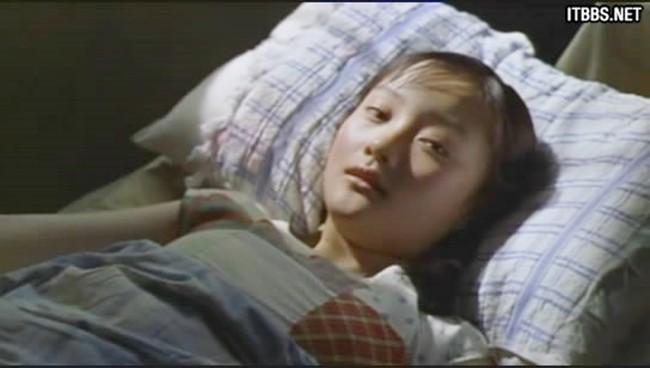 9 phim châu Á có cảnh nóng chưa đủ tuổi gây tranh cãi: Lưu Diệc Phi mới 16 tuổi, sao nhí Kim So Hyun chỉ vừa 13 - Hình 2