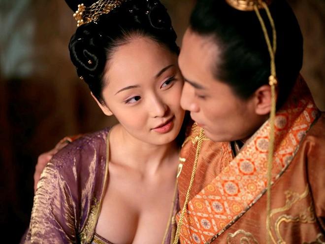 9 phim châu Á có cảnh nóng chưa đủ tuổi gây tranh cãi: Lưu Diệc Phi mới 16 tuổi, sao nhí Kim So Hyun chỉ vừa 13 - Hình 16