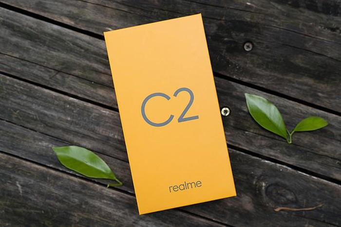 Ảnh thực tế Realme C2 với mặt lưng hiệu ứng kim cương, giá tốt - Hình 1