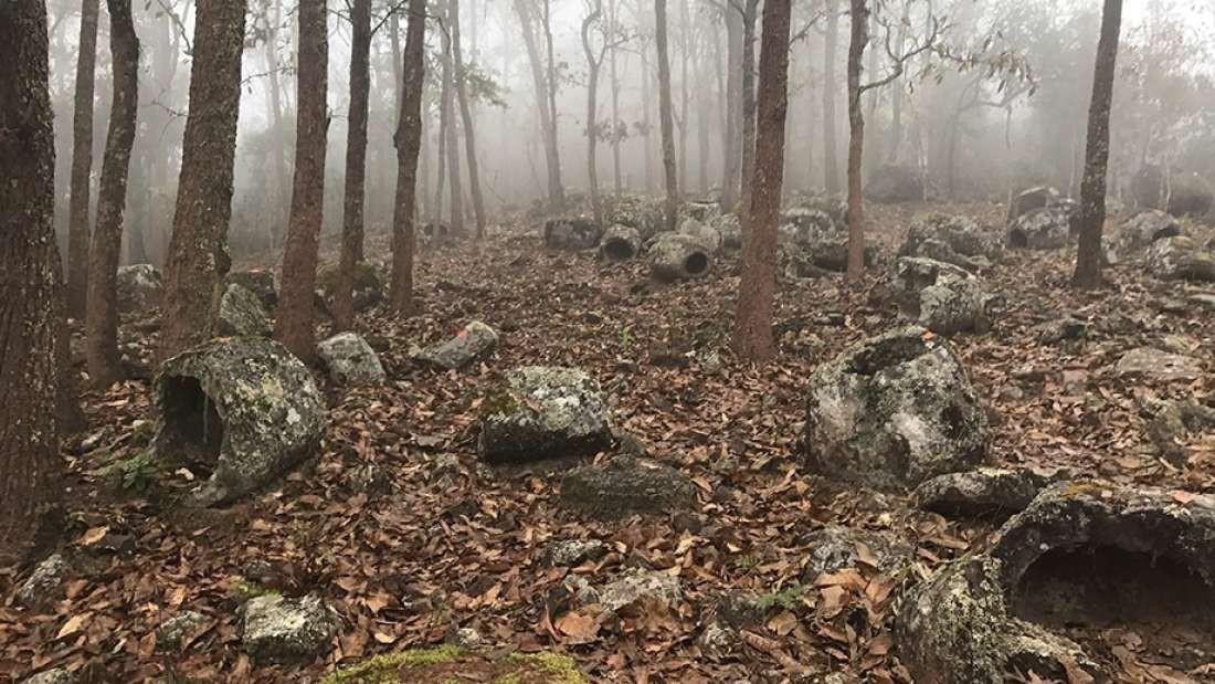 Bí ẩn hàng trăm chiếc chum đá của người chết được tìm thấy tại Lào: 2000 năm chưa có lời giải - Hình 1