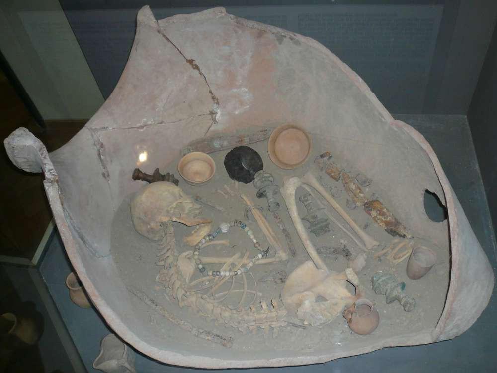 Bí ẩn hàng trăm chiếc chum đá của người chết được tìm thấy tại Lào: 2000 năm chưa có lời giải - Hình 4