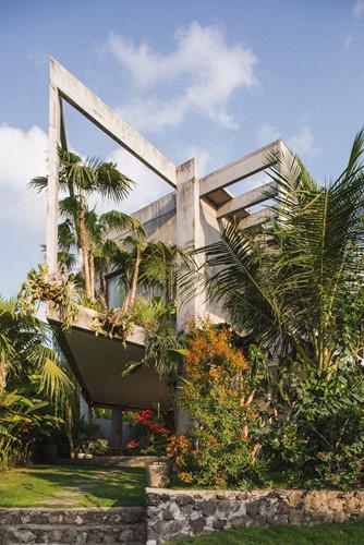 Dùng bê tông chắn nắng, ngôi nhà mát rượi suốt hè - Hình 1
