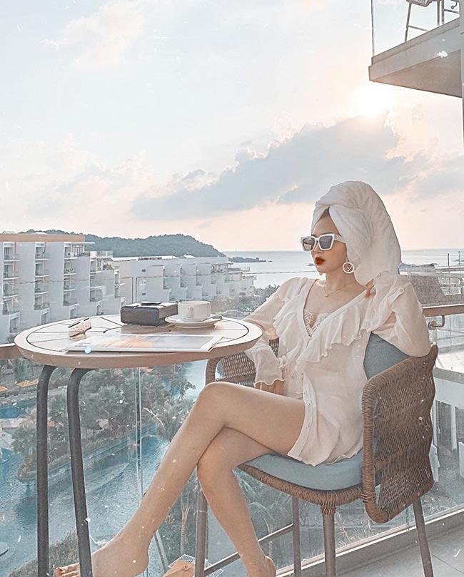 Em họ Hương Tràm khoe dáng nõn nà trong loạt ảnh bikini nóng rẫy - Hình 19